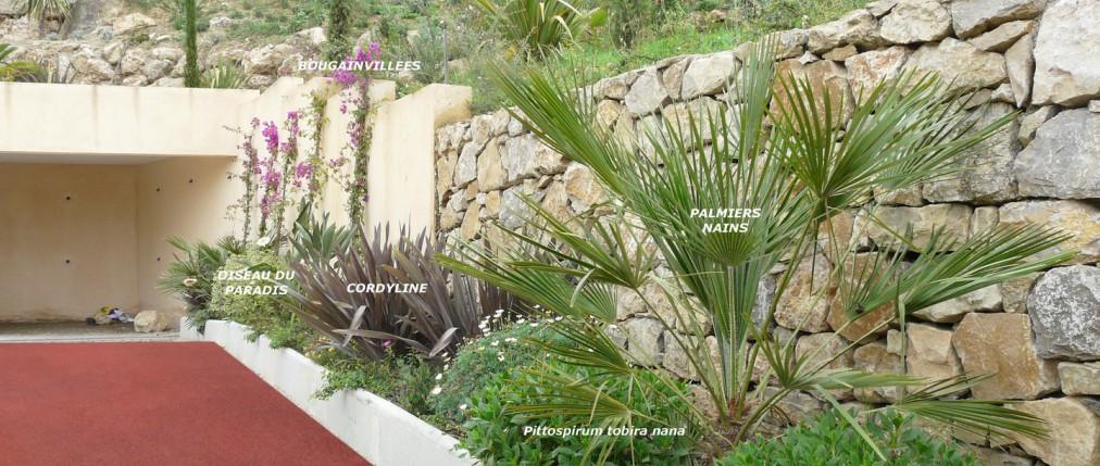 création d'un jardin à Mougins, entrée et enrobé rouge